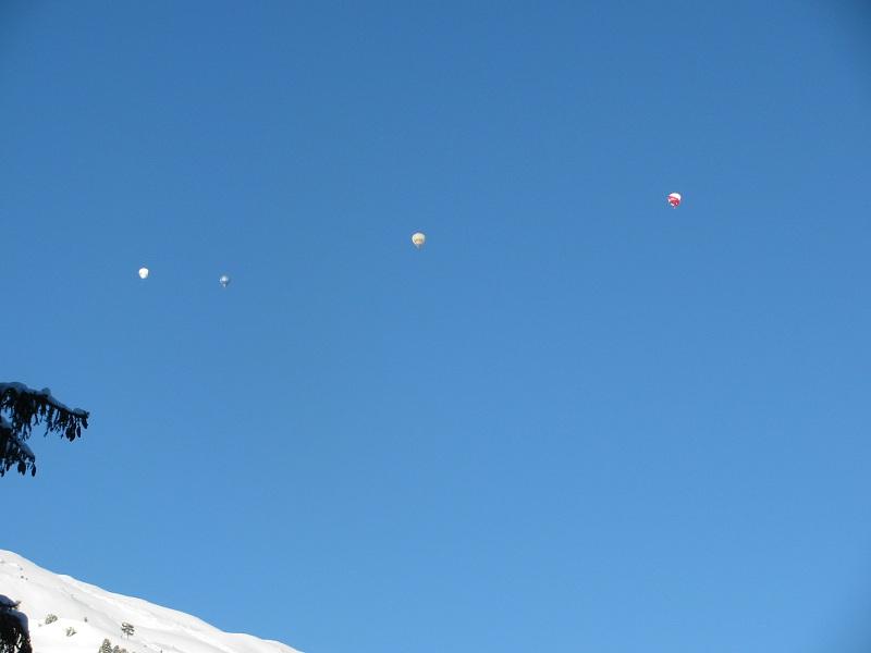 Ballonfahrer hoch über Hochfügen